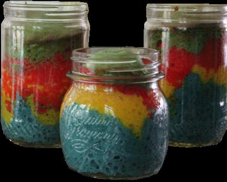 pastel de colores en frasco