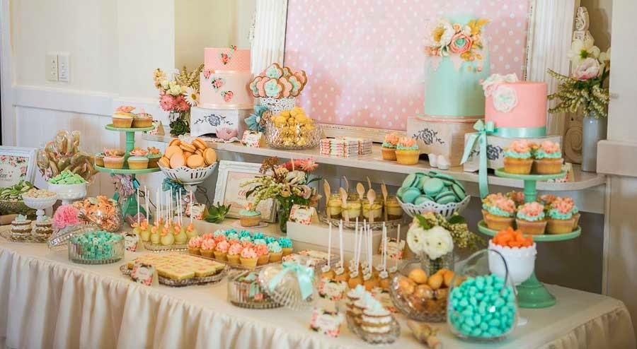 mesa de postres dulces variedad