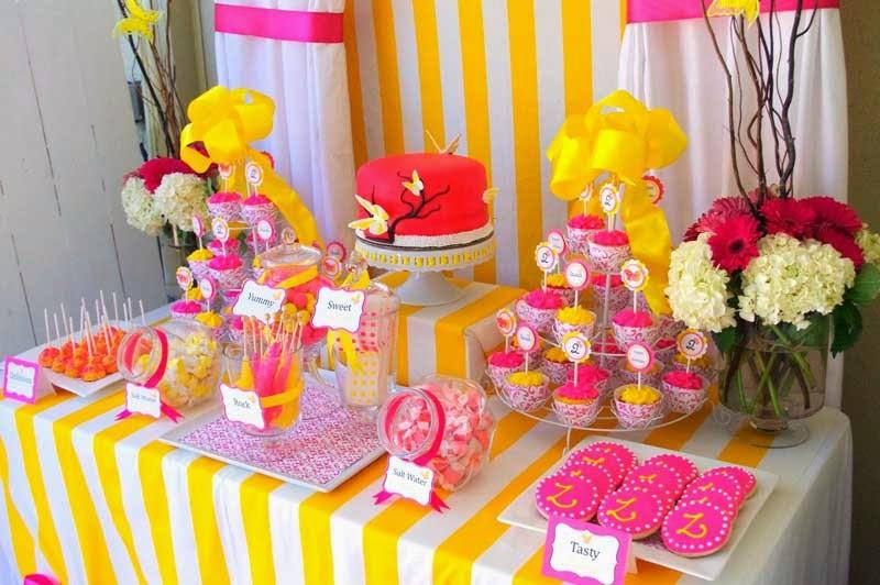 mesa postres dulces coloridos