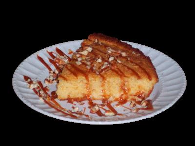 rebanada de pan de elote con cajeta
