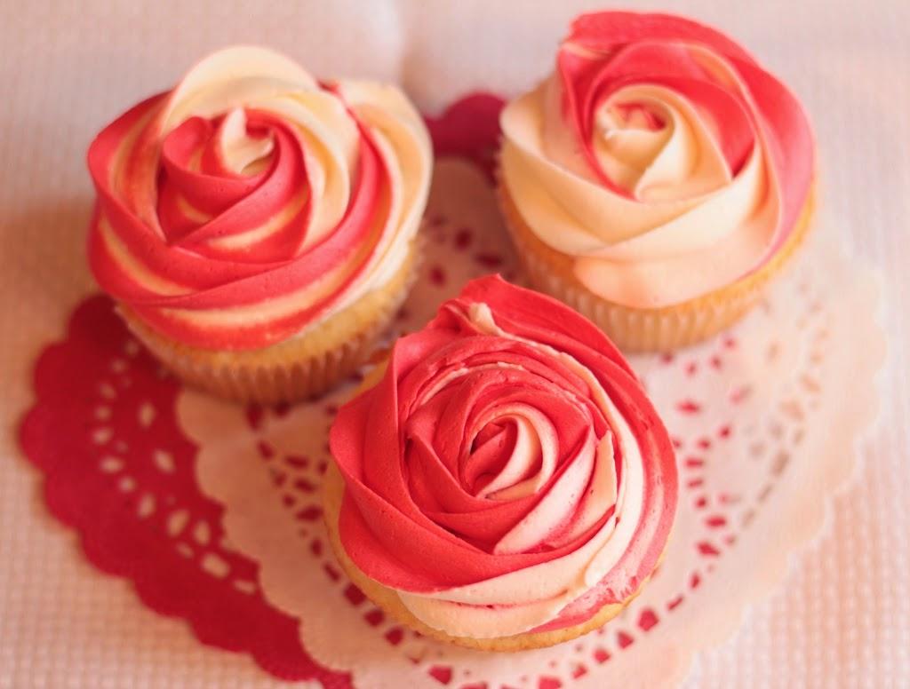 trío de rosas bicolores