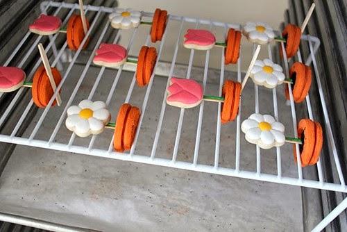 formación de macetas de flores de galletas