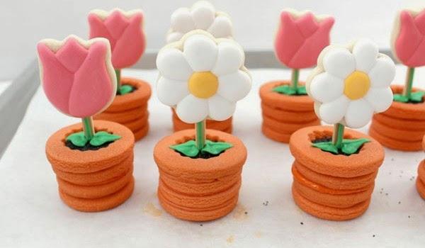 galletas de flores en maceta